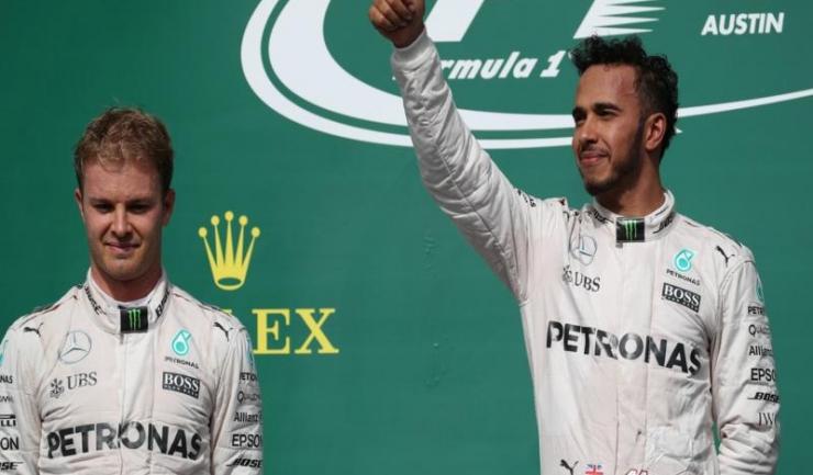 Nico Rosberg (stânga) s-a clasat pe locul 2 la Austin, după Lewis Hamilton