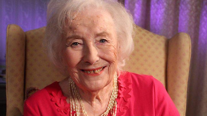 Cântăreața Dame Vera Lynn a împlinit 100 de ani în acest an