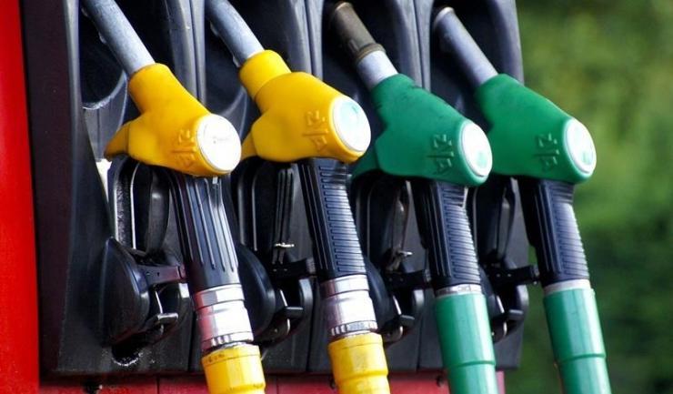 Carburanții s-au scumpit deja, deși supraacciza intră-n vigoare la 15 septembrie (și, ulterior, la 1 octombrie)