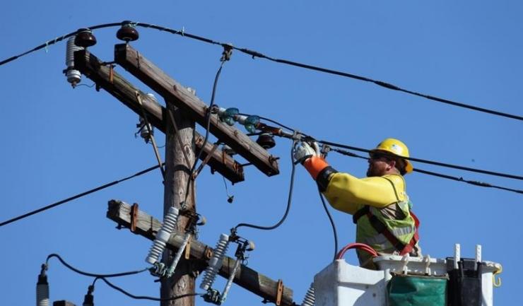 Concurența investighează o posibilă înțelegere anticoncurențială de împărțire frățească a unor contracte de lucrări pentru Transelectrica
