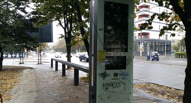 Toate stațiile de biciclete din oraș arată astfel: pline de grafitti și nefolosite de când au fost montate