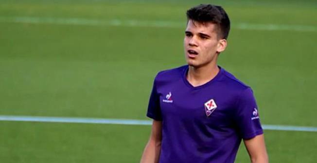 Fotbalistul Ianis Hagi, în vârstă de 20 de ani, a fost convocat, în premieră, la echipa naţională de seniori, în lotul pentru meciurile cu Lituania şi Muntenegru din Liga Naţiunilor