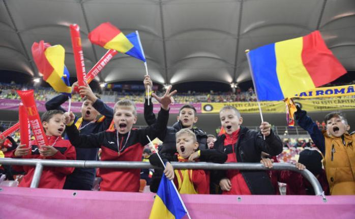 Copiii i-au încurajat pe tricolori în partida de marţi seară (sursa foto: www.frf.ro)