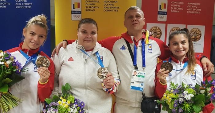 Alina Vâlvoi, Alina Păunescu, antrenorul Viorel Gâscă şi Daniela Poroineanu (sursa foto: Facebook Comitetul Olimpic si Sportiv Roman