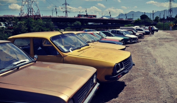 Parcul auto din România a urcat la 5,47 milioane de unități în 2016, peste 40% dintre mașini fiind mai vechi de 15 ani