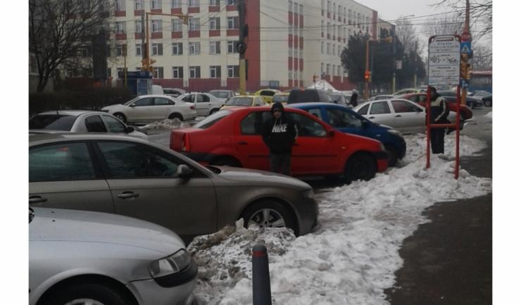 Acum e permisă parcarea în stația de autobuz?