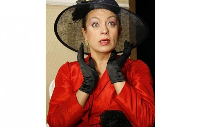 """Carismatica actriță Adriana Trandafir vă anunță joi că """"Vine barza!"""""""