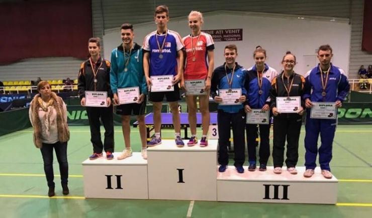 Medaliații din proba de dublu mixt, cu patru constănțeni printre cei opt sportivi de pe podium: Cristian Pletea (aur), Mihaela Plăeașu (argint), Camelia Mitrofan și Bogdan Postudor (bronz, primii din dreapta)