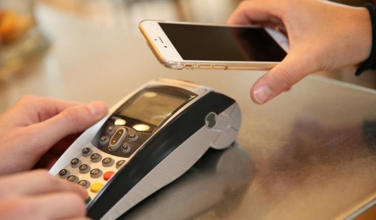 MasterCard și RomCard au implementat și-n România portofelul electronic, care permite plăți și transferuri rapide de bani, de la calculator sau de pe telefoane mobile