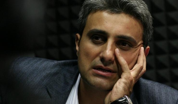 """Robert Turcescu este """"tăvălit"""" de un coleg de partid, vicepreședintele PMP Radu Cristescu, care spune că """"fostul jurnalist este un mic muc, e un ofițer păcălit, acoperit, un chitarist ratat și un ziarist șpăgar"""""""