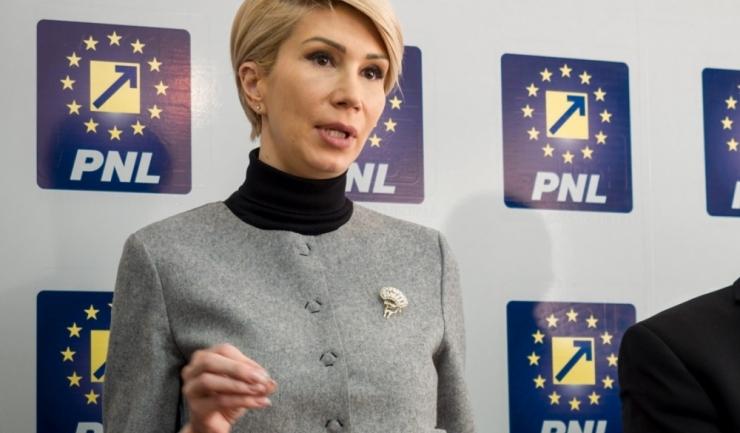 """Președintele interimar al PNL, Raluca Turcan: """"USR poate să vină natural alături de PNL, fie printr-o alianță, fie printr-o fuziune"""""""