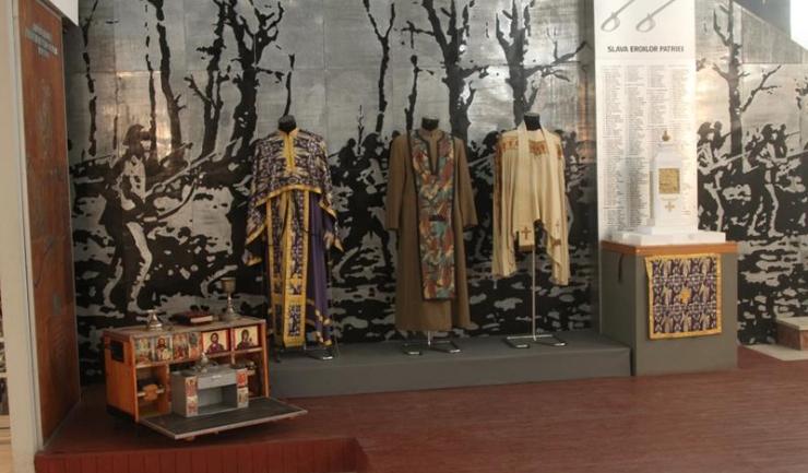 """Veșminte preoţești militare din colecția filialei constănțene a Muzeului Militar Național """"Regele Ferdinand I"""""""