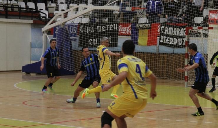 Chimpex Constanţa (în albastru-negru) s-a apărat foarte bine în meciul cu SSC Farul Constanța
