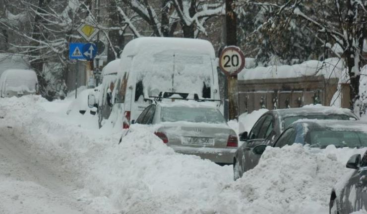 Primăria Constanța solicită conducătorilor auto să nu parcheze în locuri care ar îngreuna activitatea utilajelor de deszăpezire
