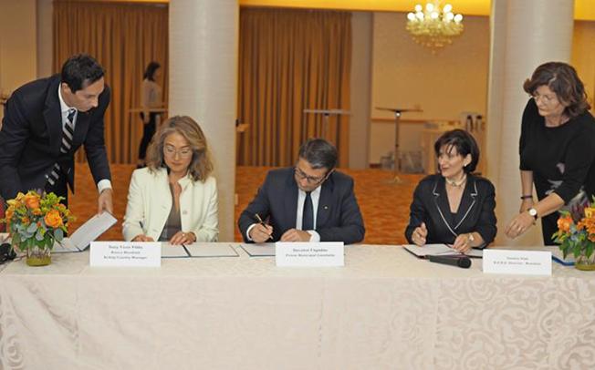 Primăria Constanța a semnat un acord prin care solicită asistență tehnică din partea Băncii Mondiale și BERD, pentru proiecte de dezvoltare. Mai eficient era să cumpere hârtie igienică.