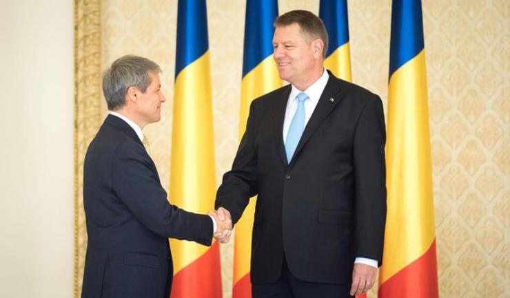 Premierul Dacian Cioloș (stânga) și președintele Klaus Iohannis (dreapta) și-au lansat un proiect de țară atât de clar încât nici ei nu au ce să spună despre el
