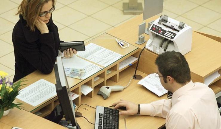 Peste 704.000 de români au restanțe cumulate la bănci de 11,3 miliarde lei