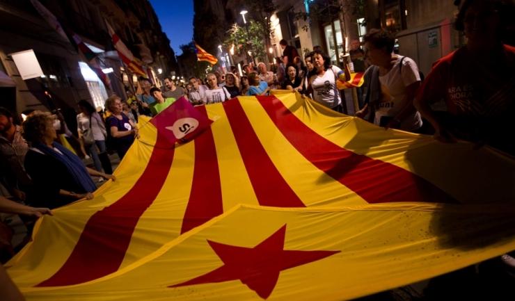 Mii de catalani au ieșit joi seara pe străzi pentru a protesta împotriva arestării liderilor separatiști