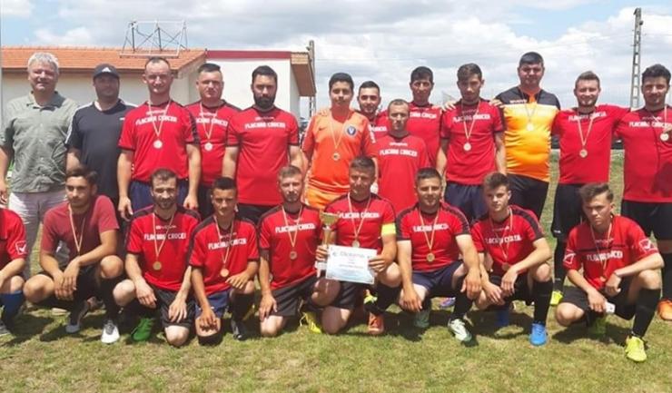 Flacăra Crucea a fost premiată pentru câştigarea Seriei Nord (Sursa foto: Facebook AS Flacăra Crucea)