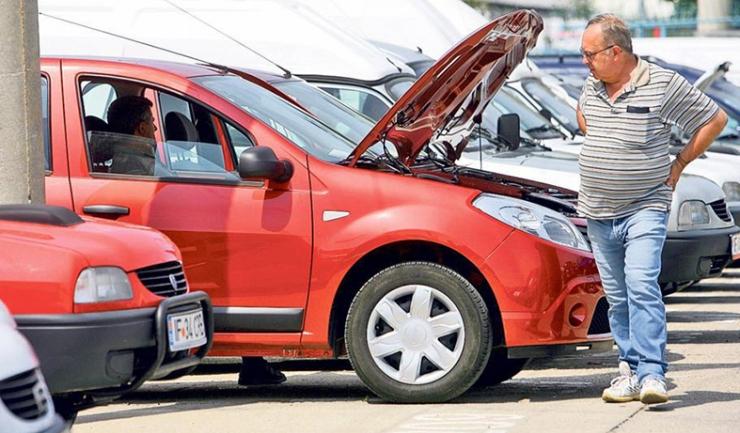 Vânzătorii de mașini SH care falsifică kilometrajul riscă până la doi ani de închisoare, conform unei propuneri legislative