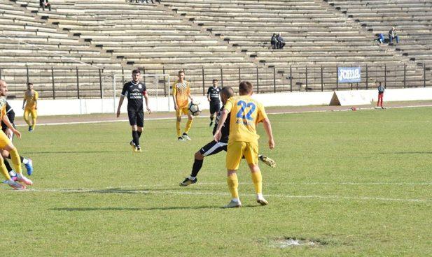 Super-execuţia lui Walid Abdelatif (în negru) a adus cele trei puncte în contul echipei din Medgidia (sursa foto: Clubul Sportiv Medgidia)