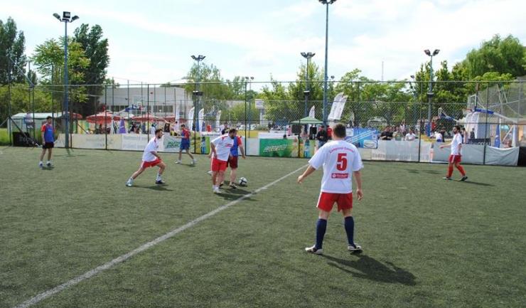 Studenții și voluntarii antidrog se vor întrece în competiții la fotbal, handbal, tenis de câmp și gimnastică artistică