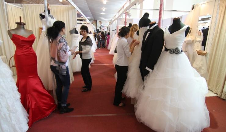 De vineri, 18 noiembrie, la Pavilionul Expozițional vor fi prezentate mii de rochii de mireasă, costume de ceremonie și colecții de verighete