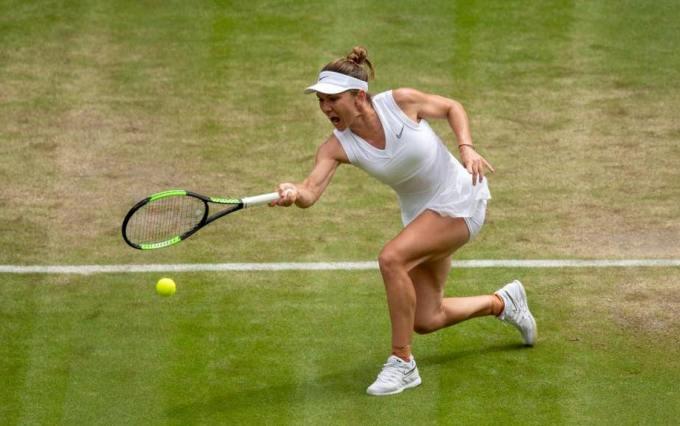 Simona Halep s-a impus în ultimul meci disputat împotriva Elinei Svitolina (sursa foto: Facebook Simona Halep)