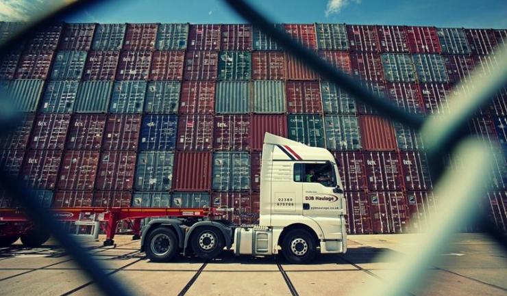 Transportatorii cer Executivului să returneze o parte din acciza la carburanți