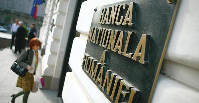BNR a dat luni un semnal de scumpire a creditării, majorând dobânda-cheie de la 2,25 la 2,5%