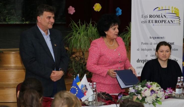 Silviu Molnar și primarul comunei Cumpăna, Mariana Gâju