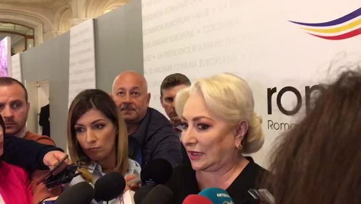 """Premierul Viorica Dăncilă: """"Mă uimeşte faptul că cei care susţineau că nu trebuie să mai fie adoptate OUG pe Justiţie şi care au introdus acest aspect în referendumul din 26 mai sunt cei care acum vor regim de urgenţă"""""""