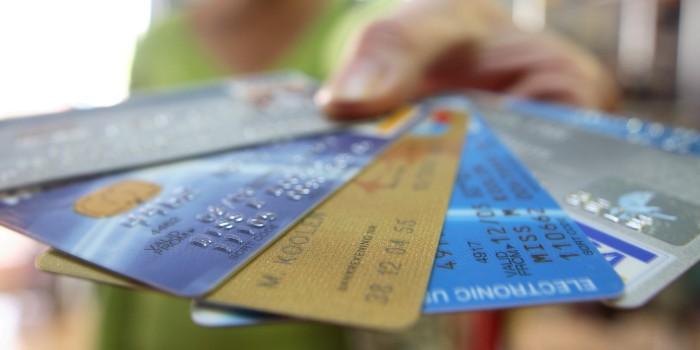 Peste 54% dintre români sunt de acord să ofere date privind conturile bancare unor terți furnizori de servicii și tehnologii financiare