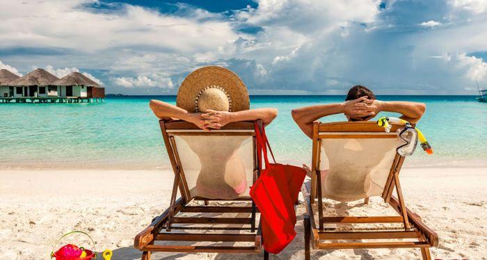Circa 43% dintre românii fără datorii și 40% dintre datornici economisesc câteva luni pentru a merge în vacanță, iar un procent similar economisesc chiar tot anul
