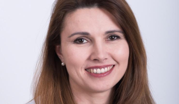 """Dr. Laura Dracea, expert fertilitate și coordonator al Clinicii Gynera: """"Substanțele chimice din plastic, cutii de aluminiu, produse cosmetice și de curățenie pesticidele și chiar bacteriile din aparatele de aer condiționat pot afecta fertilitatea"""""""