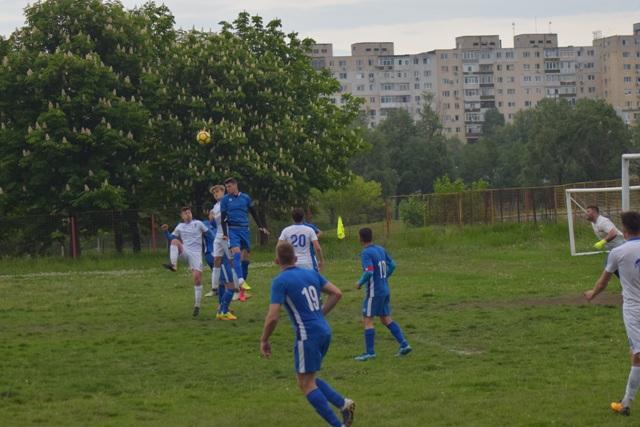 CS Poseidon Limanu-2 Mai (echipament albastru) a câştigat restanţa cu FC Farul Constanţa