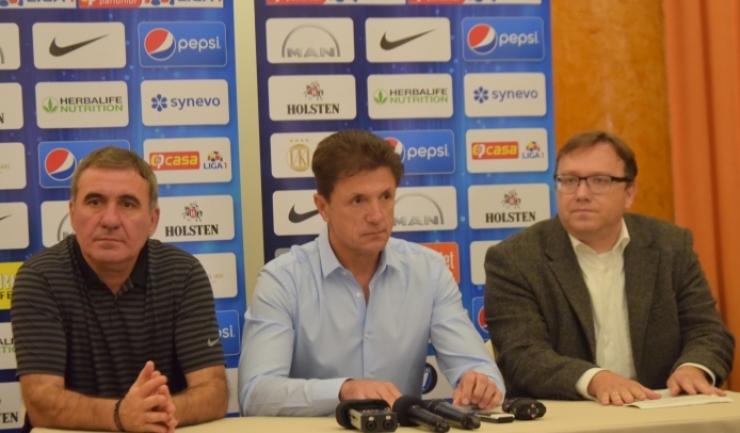Managerul tehnic Gheorghe Hagi, preşedintele Gheorghe Popescu şi Sebastian Ring, directorul Help Net