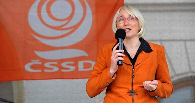 Eurodeputatul ceh Olga Sehnalová este de acord cu CE că, pe o piaţă unică, consumatorii nu se aşteaptă ca produsele de aceeaşi marcă vândute în ţările UE să difere între ele.