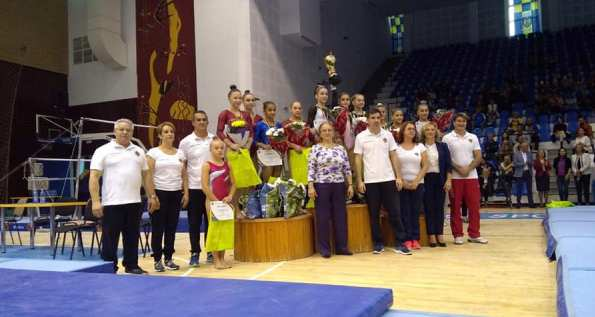 Maria Holbură, Silviana Sfiringu şi Ioana Stănciulescu au câştigat titul naţional în întrecerea pe echipe (sursa foto: Facebook Federaţia Română de Gimnastică)
