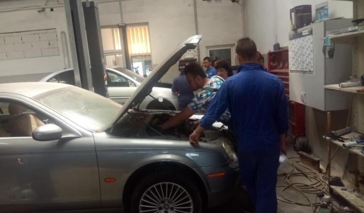 Elevii liceului tehnologic Dimitrie Leonida susțin examenul de certificare profesională în service-ul Exclusiv Auto Constanța