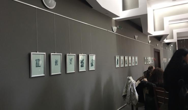 Sala Studio a Facultăţii de Arte găzduieşte expoziţia maestrului Mircia Dumitrescu, alături de cărţi rare cu operele lui Ovidius Publius Naso traduse în mai multe limbi şi tablouri realizate de studenţii specializării Arte Plastice