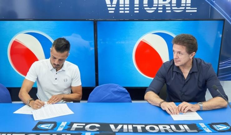 Spaniolul Ruben Alfonso de la Barrera Fernandez, noul manager al FC Viitorul, şi preşedintele clubului constănţean, Gheorghe Popescu