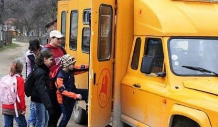 Potrivit FER, problema transportului elevilor nu se rezolvă doar printr-o decontare parţială, care ar încălca drepturile elevilor