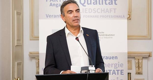 """Dragoș Anastasiu (AHK): """"Vinovați pentru lipsa forței de muncă suntem noi, antreprenorii, nu statul. Ne-am obișnuit să așteptăm să ni se dea, să ni se facă, să vină domnu"""