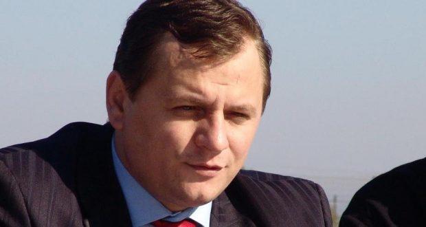 Gabriel Vlase a absolvit al Colegiul Naţional de Apărare, Universitatea Naţională de Apărare, Colegiul Superior de Securitate Naţională, Academia Naţională de Informaţii şi este doctor în ştiinţe militare şi informaţii
