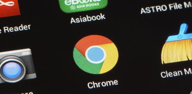 Anunțurile înșelătoare, care îi îndeamnă pe internauți să dea click, pretinzând că sunt alerte de sistem, vor fi blocate automat de Google Chrome