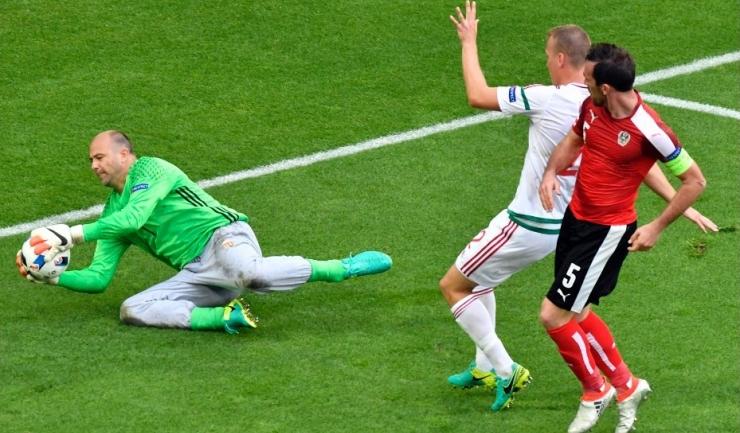 Gábor Király, devenit în meciul cu Austria cel mai vârstnic jucător care a evoluat vreodată la un turneu final de Campionat European, îşi va îmbunătăţi recordul în disputa cu Islanda