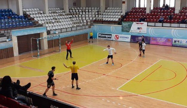 Ionuț Stănescu junior a fost golgheterul partidei, cu 11 reușite (sursa foto: www.hcdobrogeasud.ro)