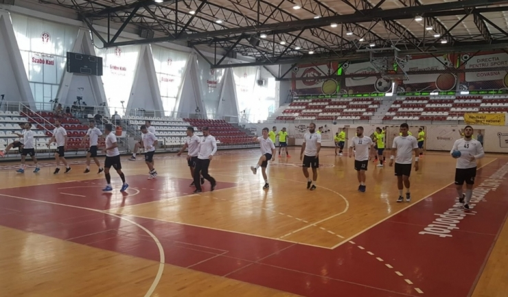 Handbaliştii constănţeni au câştigat primele două partide din actualul campionat (sursa foto: Facebook HC Dobrogea Sud Constanta)