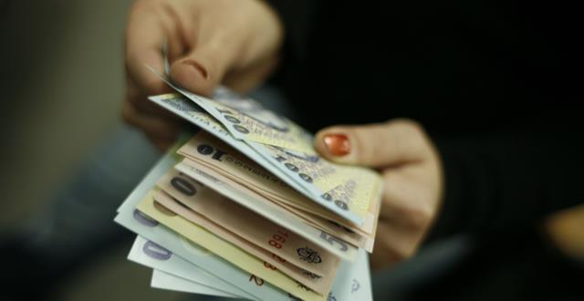 Două din trei firme nu au renegociat încă salariile angajaților